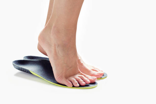 feet and orthopedic insoles female feet stand on their toes in orthopedic insoles inserting stock pictures, royalty-free photos & images