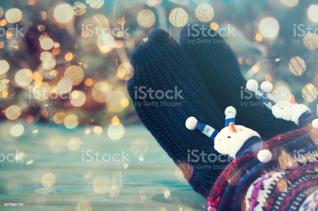 Füße In Weihnachten Socken Mädchen Zu Hause Entspannen Winter Urlaub ...