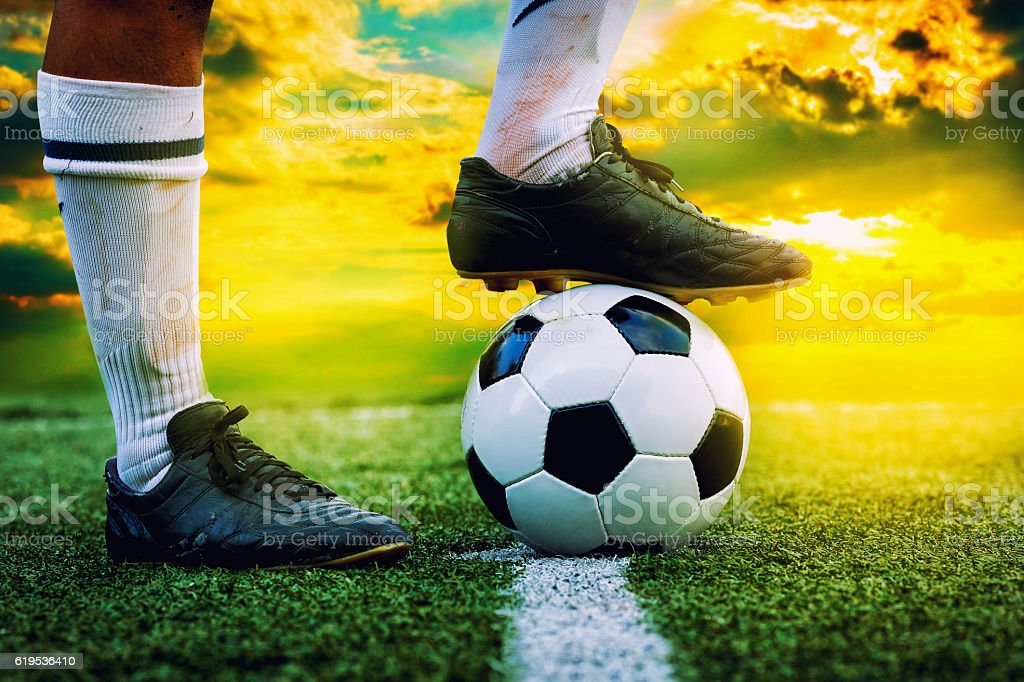 feet of football player tread on soccer ball​​​ foto