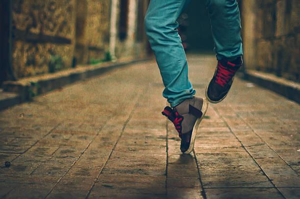 feet  of hip-hop performer in sneakers - street dance bildbanksfoton och bilder