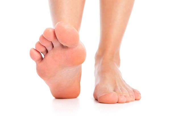i piedi - scalzo foto e immagini stock