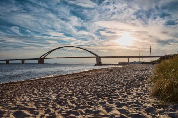 Fehmarnsundbrücke zur Insel Fehmarn an der Ostsee in a lovely light – Foto