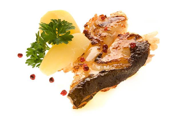 feiner, gebratener steinbutt mit salzkartoffeln - gesunde steakrezepte stock-fotos und bilder