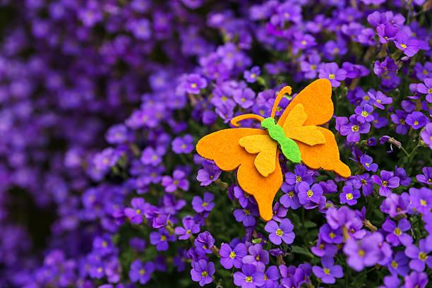 Felt butterfly atop a violett lilacbush picture id471164580?b=1&k=6&m=471164580&s=612x612&w=0&h=d6cl vbghclbe0lwott9wirhgajxnmxkznktgunwugu=