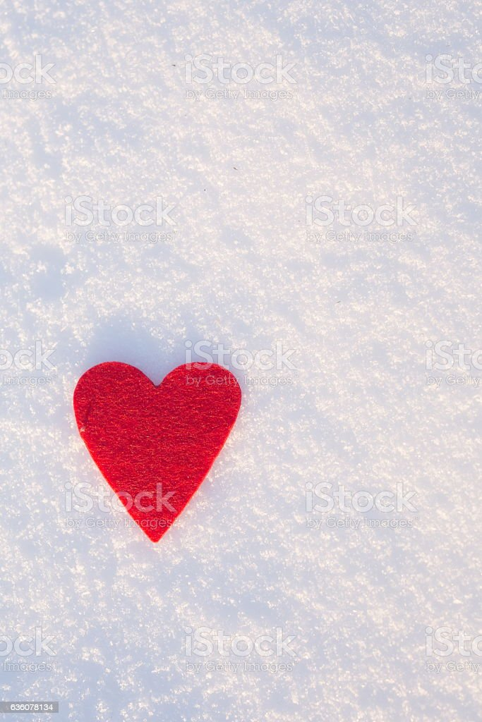 Felt heart shape on snow, Valentine's day – Foto