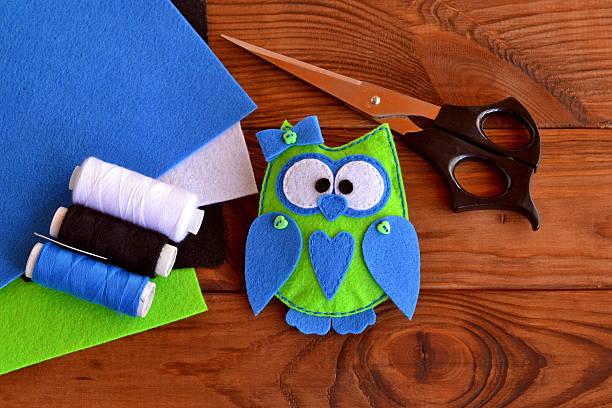 felt owl embellishment - diy eule stock-fotos und bilder