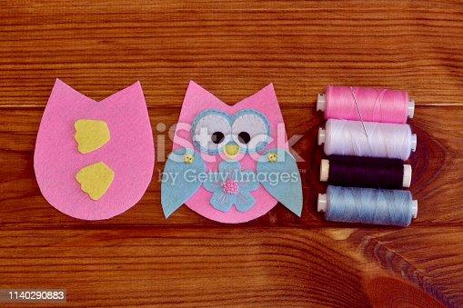 istock Felt owl pattern. Stitched felt owl. How To make a pretty felt owl toy - DIY crafts tutorial 1140290883