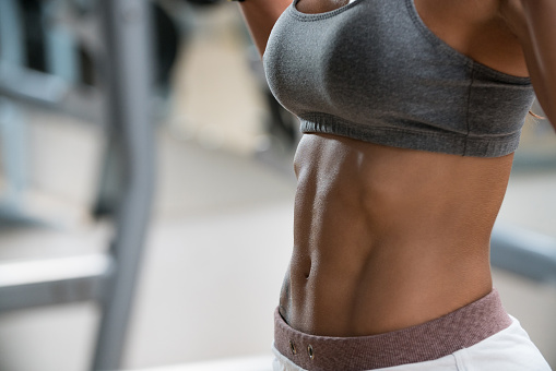 Questa immagine ha l'attributo alt vuoto; il nome del file è female-abdomen-picture-id1089768974