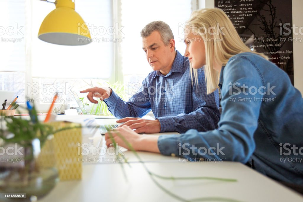 Female and therapist looking at laptop in meeting Student and social worker looking at laptop. Young woman and mature mental health professional are having meeting in university. They are wearing casuals. 18-19 Years Stock Photo