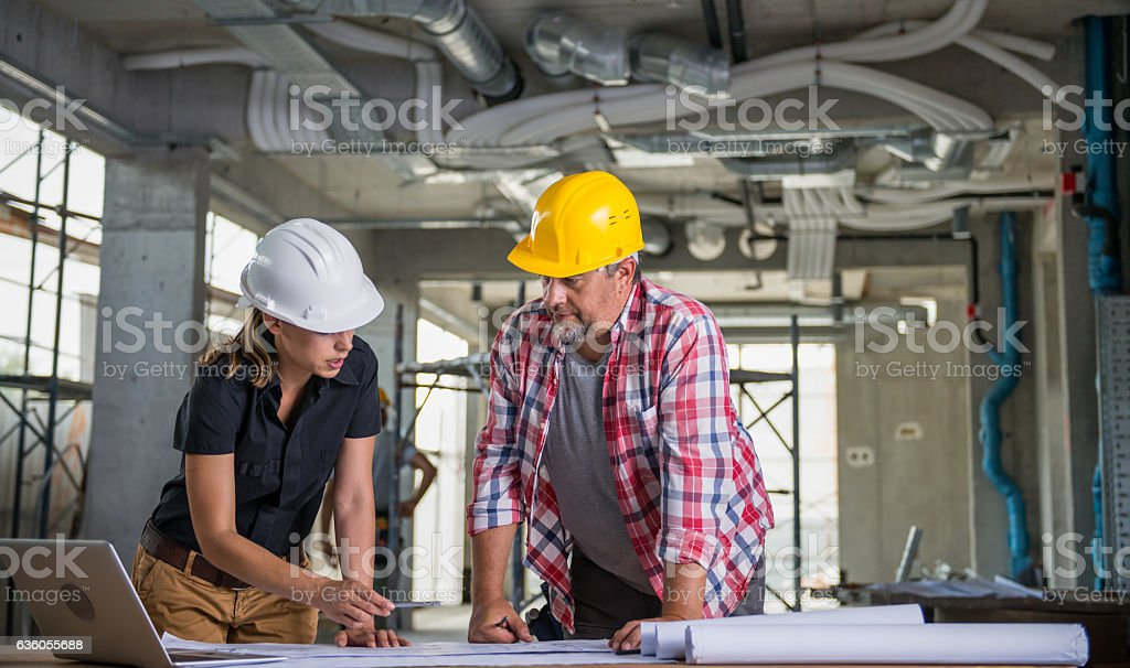 Female Architect With Construction Worker – Foto