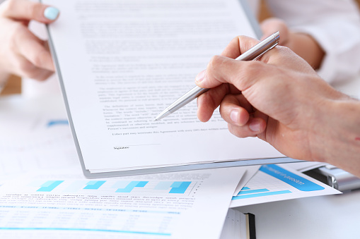 863148614 istock photo Female arm in suit offer contract form on clipboard pad 862574786