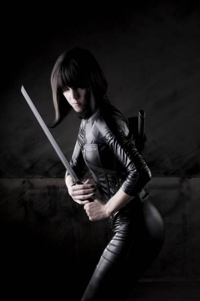 weibliche killer series - ninja krieger stock-fotos und bilder