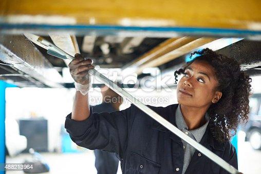 599909112 istock photo female auto mechanic 488213964