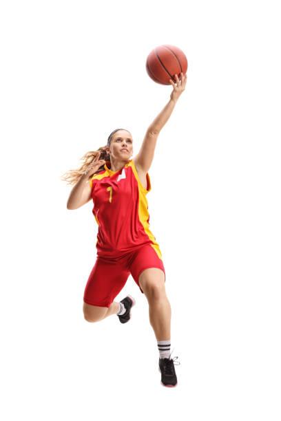 vrouwelijke basketball speler springen met een bal - atlete stockfoto's en -beelden