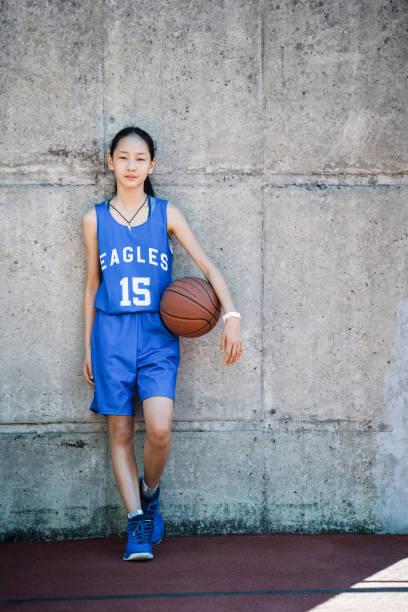 weiblichen basketball-spieler mit ball stehend - number 13 stock-fotos und bilder
