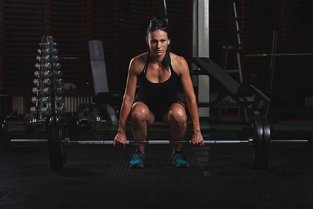 weibliche body builder übungen im fitnessstudio - marko skrbic stock-fotos und bilder