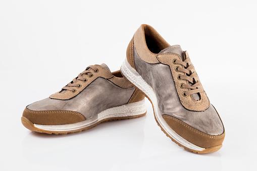 흰색 배경 절연된 제품 편안한 신발 여성 갈색 가죽 운동 화 가죽에 대한 스톡 사진 및 기타 이미지