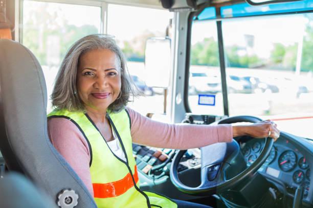 busfahrer schaut kamera zuversichtlich - berufsfahrer stock-fotos und bilder