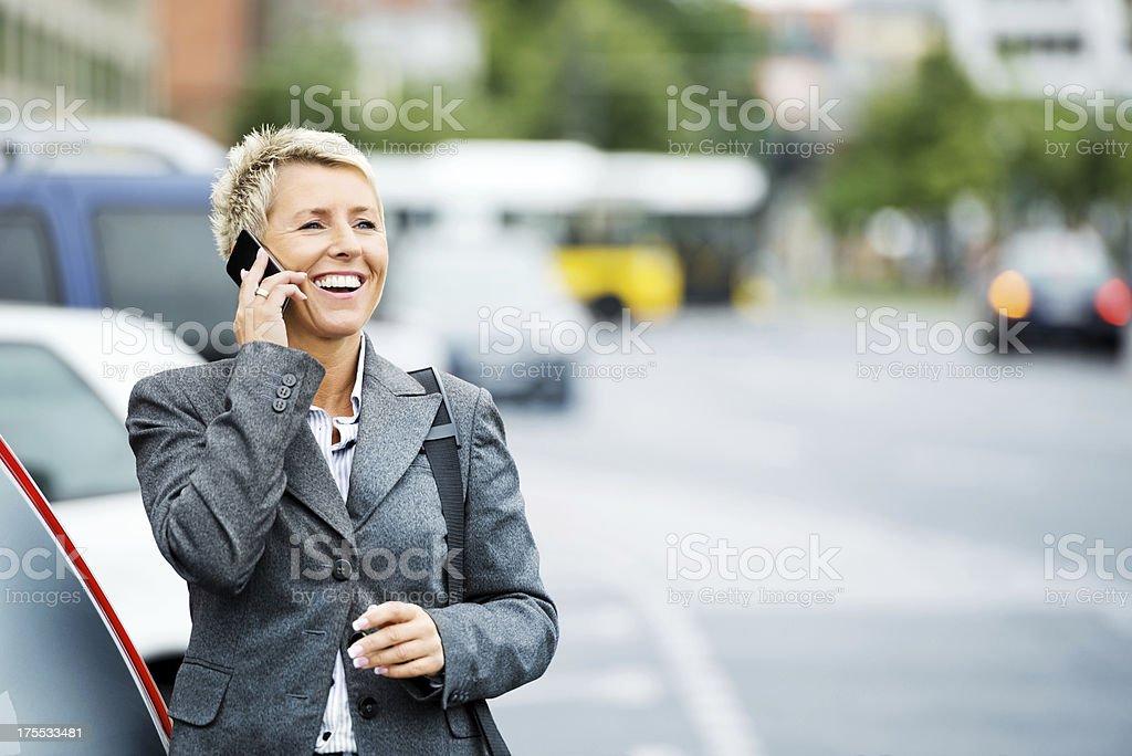 Weibliche Business Executive auf Anruf – Foto