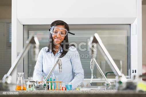 istock Female chemistry student doing science experiment in lab 481099395