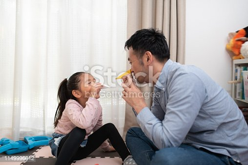 istock Female child and father playing with building blocks 1149996612