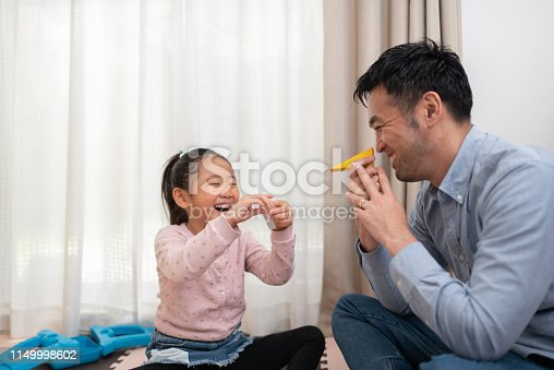istock Female child and father playing with building blocks 1149998602