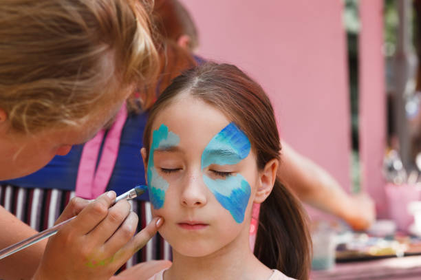 Female child face painting making butterfly process picture id863655536?b=1&k=6&m=863655536&s=612x612&w=0&h=lme3x5yk5gmbr20sflyf97ctkv yqz5ir8gn2 zmzni=