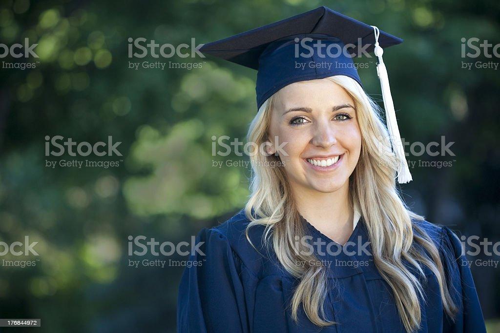 Weibliche College-Absolventen Lizenzfreies stock-foto