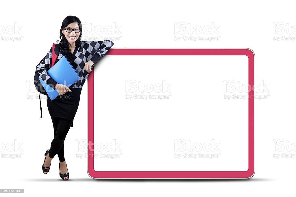 Weibliche college-student mit copyspace – Foto