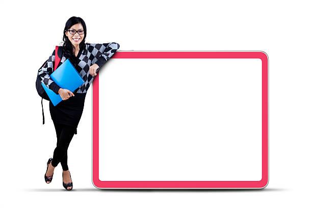 Estudiante universitario femenino con copyspace - foto de stock