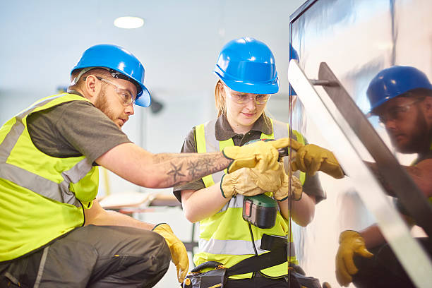 Weibliche Bau Lehrling und Kollegen – Foto