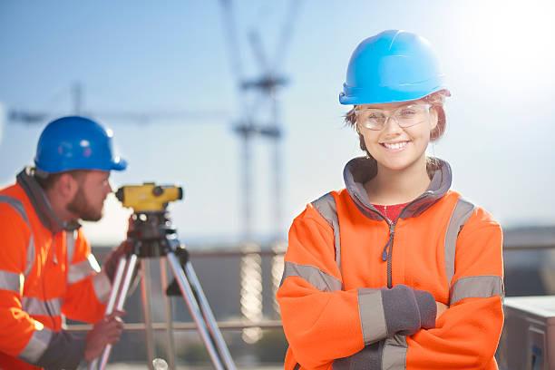 Weibliche Baustelle surveyor – Foto
