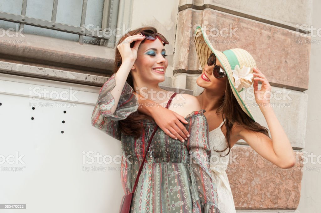 Female Couple on Street in Italy foto de stock royalty-free