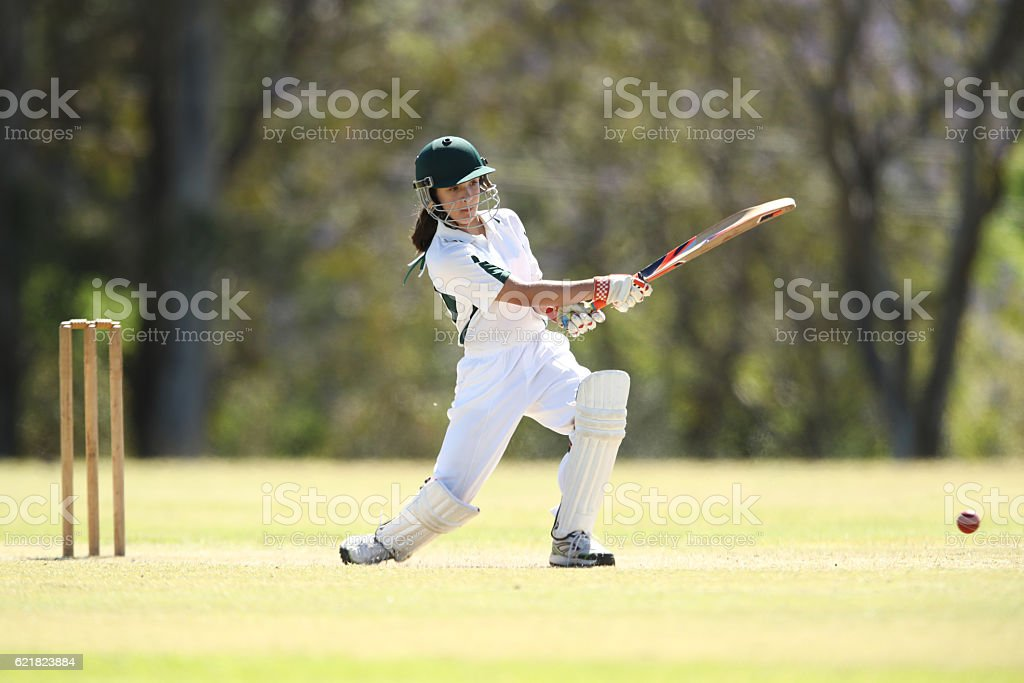 Female Cricketer Batting - foto de stock