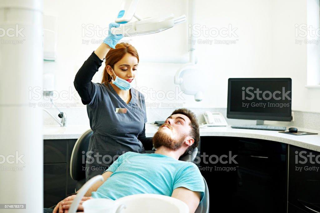 Female dentist with male patient - foto de acervo