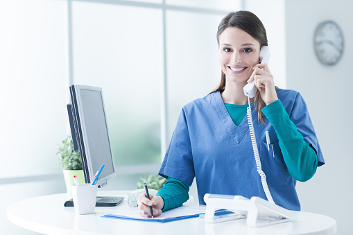 istock Female doctor at the reception desk 910148934