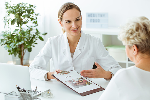 istock Female doctor introducing healthy diet 957689462