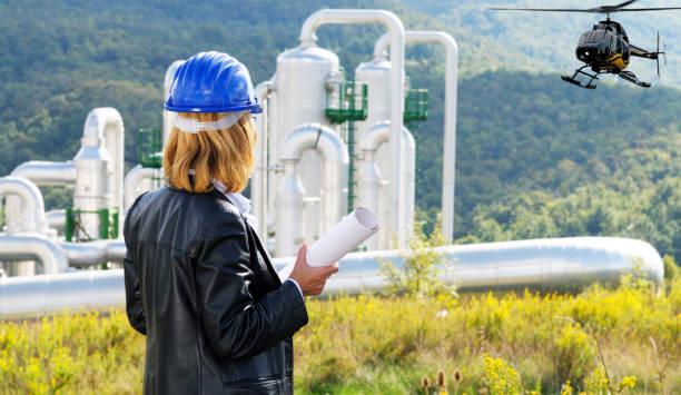 Ingenieurin in einem Geothermie-Kraftwerk – Foto