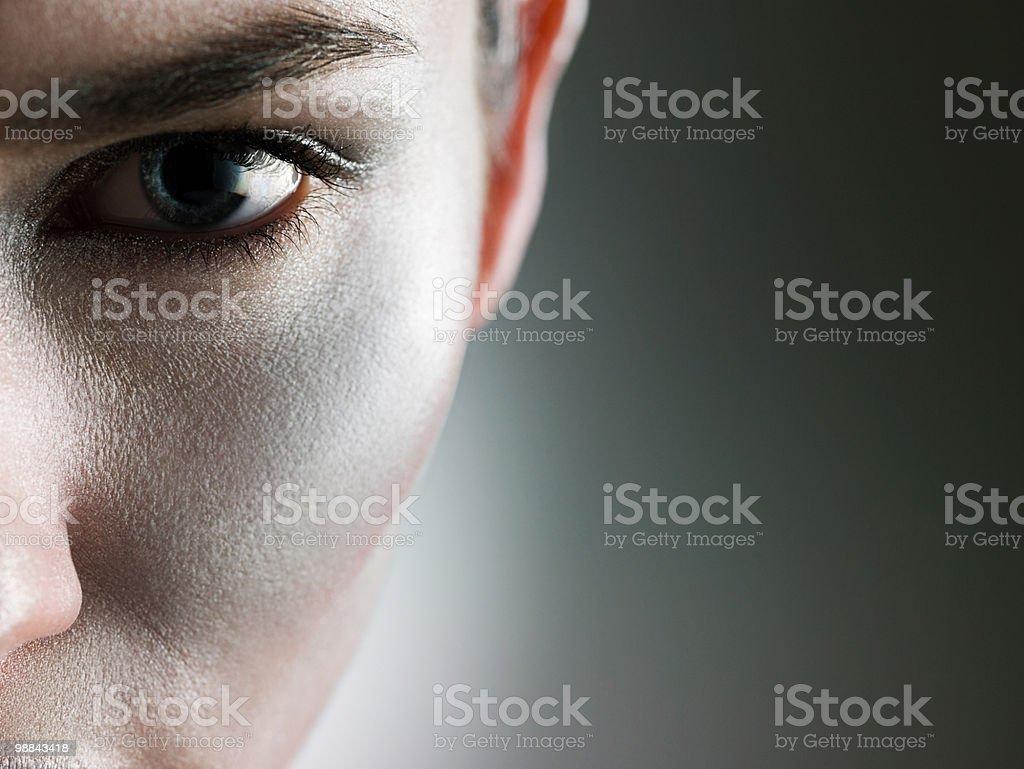 Volto femminile con make-up d'argento foto stock royalty-free