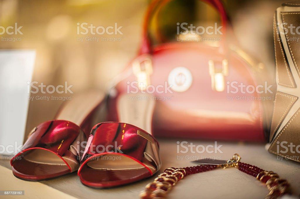 Accessoires de mode Femme en rouge et or - Photo