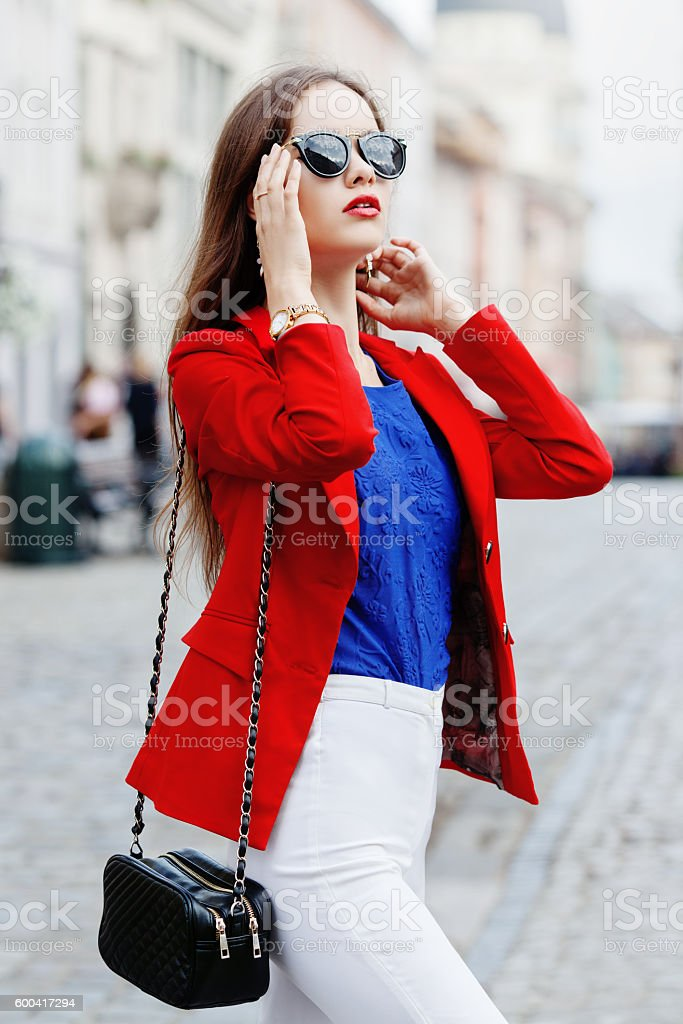 Female fashion concept. Outdoor portrait of a young beautiful confident – Foto