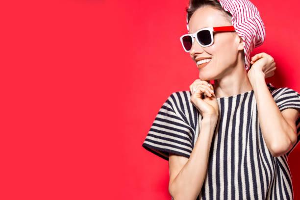 female fashion model posing in striped clothes - fourth of july zdjęcia i obrazy z banku zdjęć