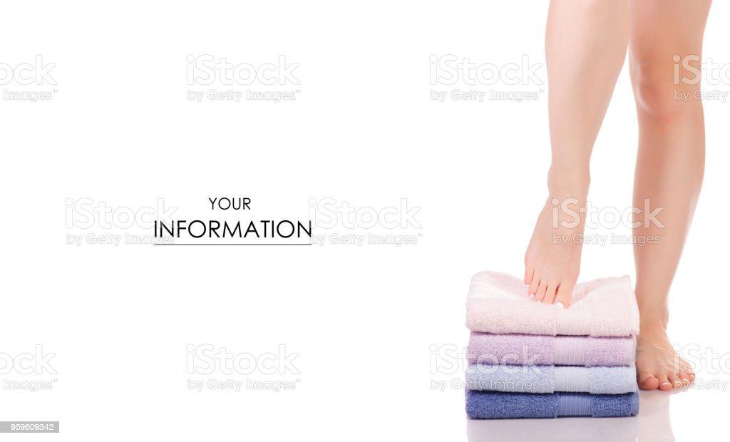 Los talones de las piernas femeninas pies color patrón de spa de belleza de toallas de baño - Foto de stock de Adulto libre de derechos