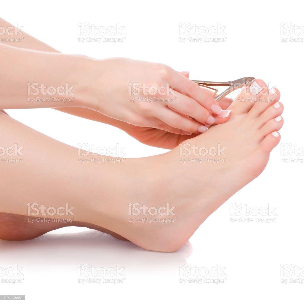 Femininos pés pernas cortador na pedicura de beleza mãos de unhas - foto de acervo