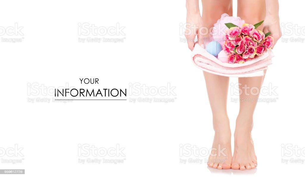 Mujer pies piernas toalla Flores baño Esponja burbujas spa patrón de la belleza - Foto de stock de Adulto libre de derechos