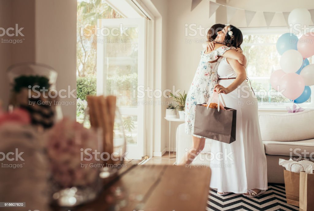 Female friends meeting for baby shower - foto stock