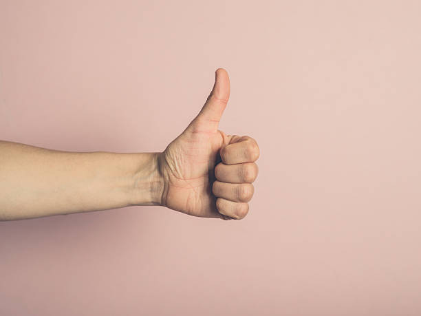 Female hand giving thumbs up – Foto