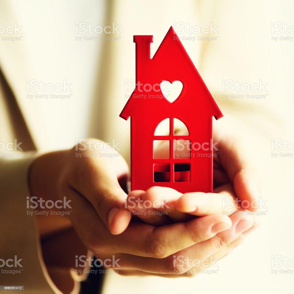 5a34a18f4c600b Photo libre de droit de Main Femme Maison Enfoncée Agent Immobilier ...