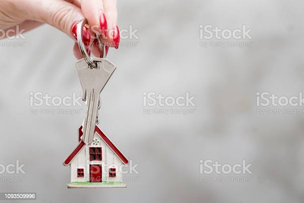 Female hand holds keys for rental or sale picture id1093509996?b=1&k=6&m=1093509996&s=612x612&h=f3no 6in belhg98znkn8dtifgsx2uxuahfjxaqrspa=