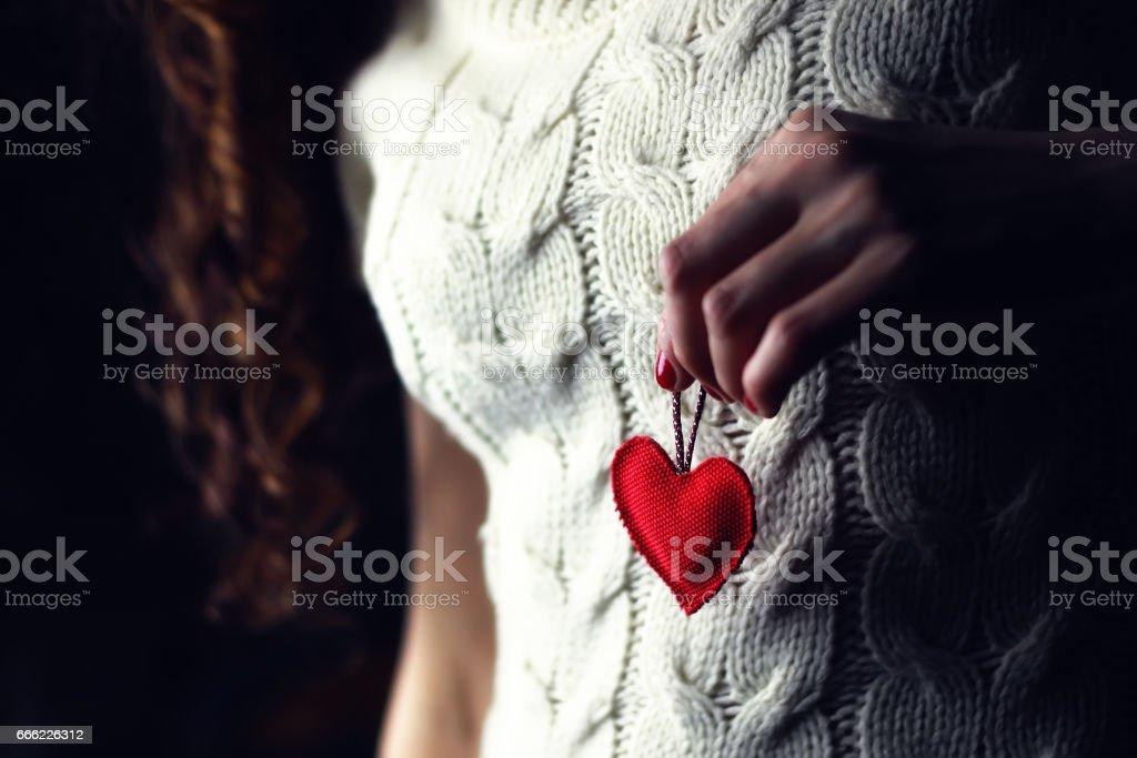 Mujer manos de amor corazón de mama - foto de stock
